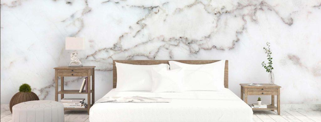 венецианское покрытие на стене в спальне